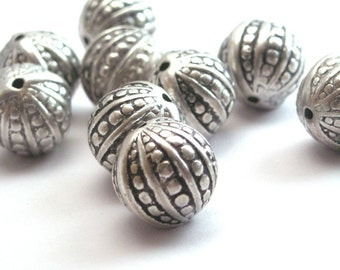 10 Vintage Metalized Ornate Beads - 12mm - Antiqued Silver VPB066