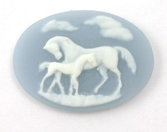 4 Plastic Horse and Foal Cameos - 25x18 - Blue and White IC043