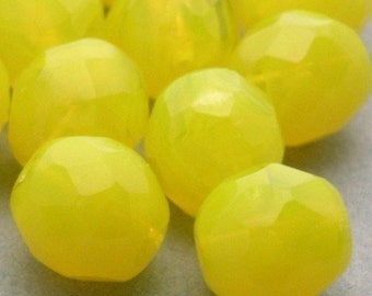 25 Czech Glass Firepolish Faceted Rounds 8mm - Milky Yellow CZF067