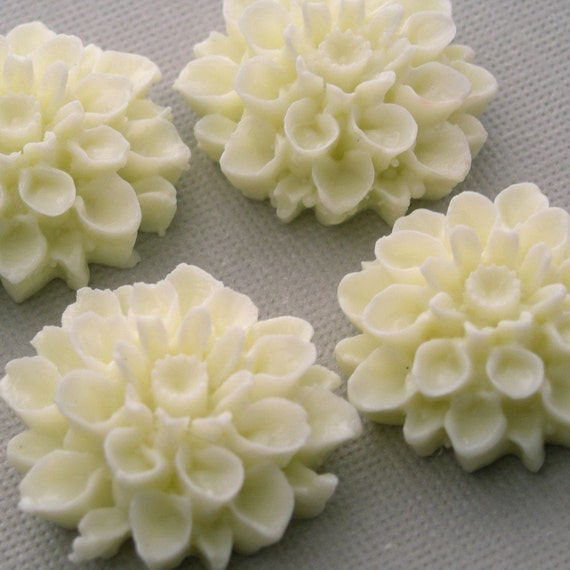 4 Dahlia Flower Plastic Cabochons - Ivory - 18mm PC009