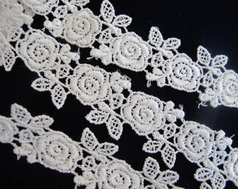 """2 yards 33"""" VENISE Lace ROSES insert or edge, White.  1 inch wide. 887-A"""