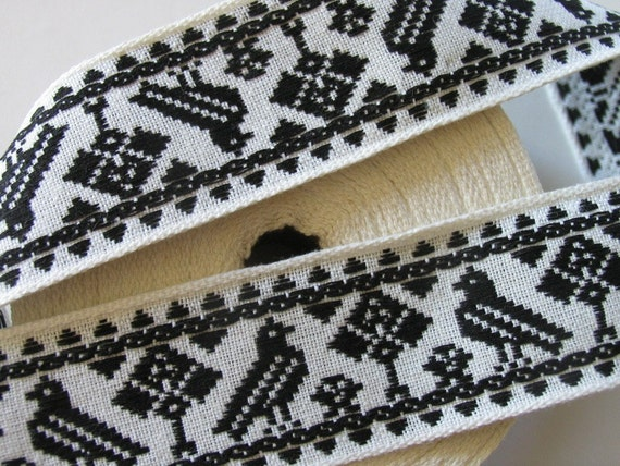 3 yards TREE and BIRD vintage Jacquard trim in black on white. 1 3/8 inch wide. V15-A