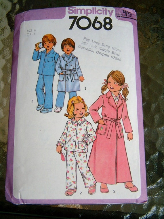 Vintage 1970s Childs Pajamas Retro Simplicity Child Girls Size 6 Boys Size 6 Robe Pattern PJs Pattern