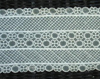 Lacey Ribbon Vintage 1950's fabric Cream colored Lace, 4 inches wide 1 yard length ornate delicate design antique style retro 50's fashion