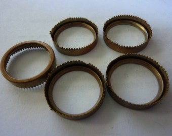 Vintage Round Settings, 1930s-40s Aged Brass Serrated Sawtooth Open Back Bezels, Unplated Jewelry Findings Supplies, 17-18mm, 5 pcs. (C19)