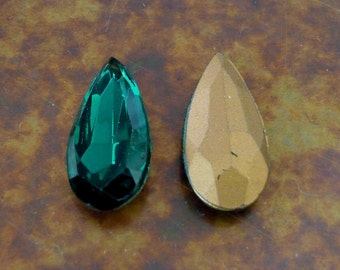 2 Gorgeous EMERALD Green Faceted Glass Drop Stone Jewel C20
