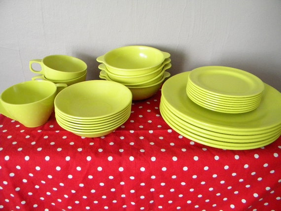 29 Pcs of Vintage Chartreuse Green Mallo Ware Melmac Dishes