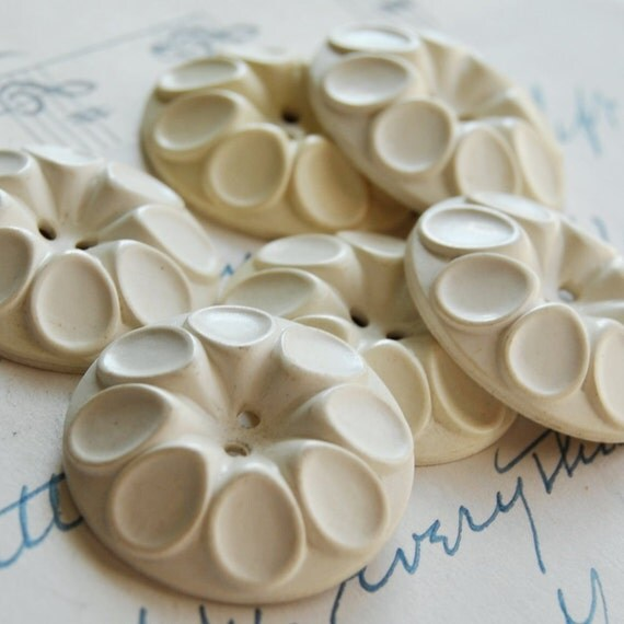 Vintage Buttons Plastic White Set of 6  L1177
