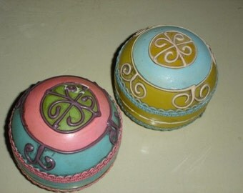 2 Vintage Retro Papier Mache Powder/Trinket Boxes