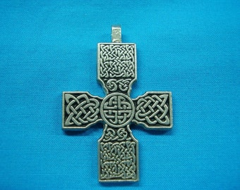 Large Celtic Cross in Silver Pewter, Necklace Pendant closed design STK027
