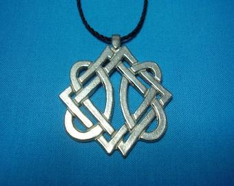 Celtic Knotwork Pendant, handmade, handcast Silver Pewter Necklace Pendant STK072
