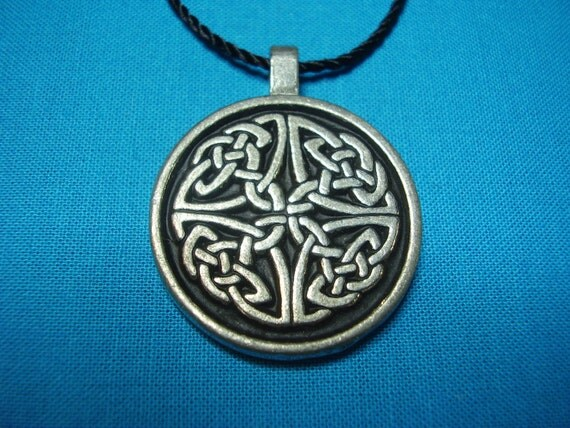 Large Circular Celtic Knotwork Pendant in Silver Pewter, closed, Handmade, Handcast STK078