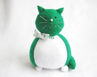 Cute Green and White Felt Cat Pincushion - cute felt kitty cat collectable - Animal Pincushion Gift for sewer Cat lover gift - MTO