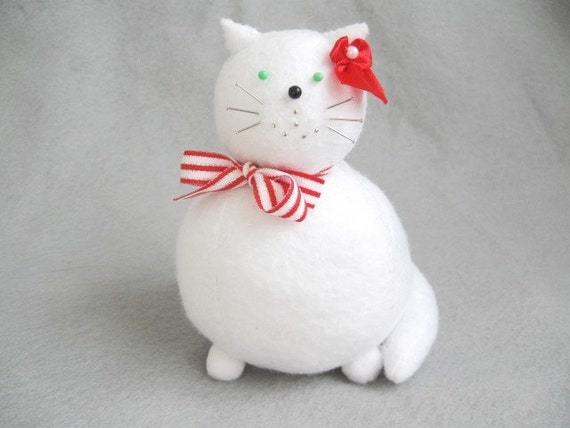 Cute white cat, Felt cat pincushion, Crafty gifts, Animal lover gifts, Sewing room decoration, Pretty kitty, Gift for seamstress, MTO