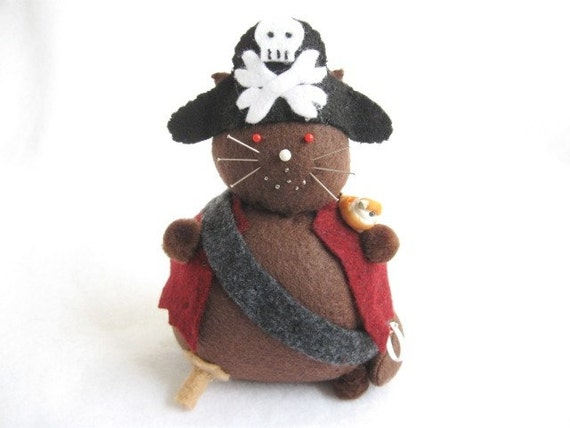 Felt pirate, Cat pirate, Pirate pincushion, Felt animal pincushion, Pirate captain, Pirate decor, Pirate lover gifts, MTO