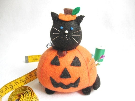 Halloween cat, Jack-o-lantern pincushion, Black and orange cat, Cute felt cat, Halloween decorations, Spooky cat, Halloween soft sculpture