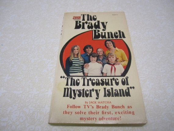 Vintage The Brady Bunch Bookk The Treasure of Mystery Island by Jack matcha Tiger Beat television show, vintage 1972, novel