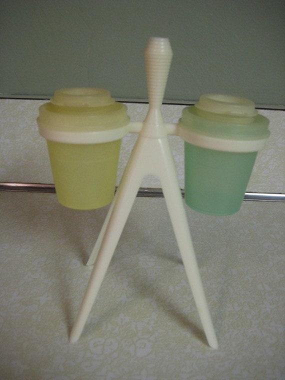 Vintage tupperware mini salt and pepper shakers with stand for Vintage tupperware salt and pepper shakers