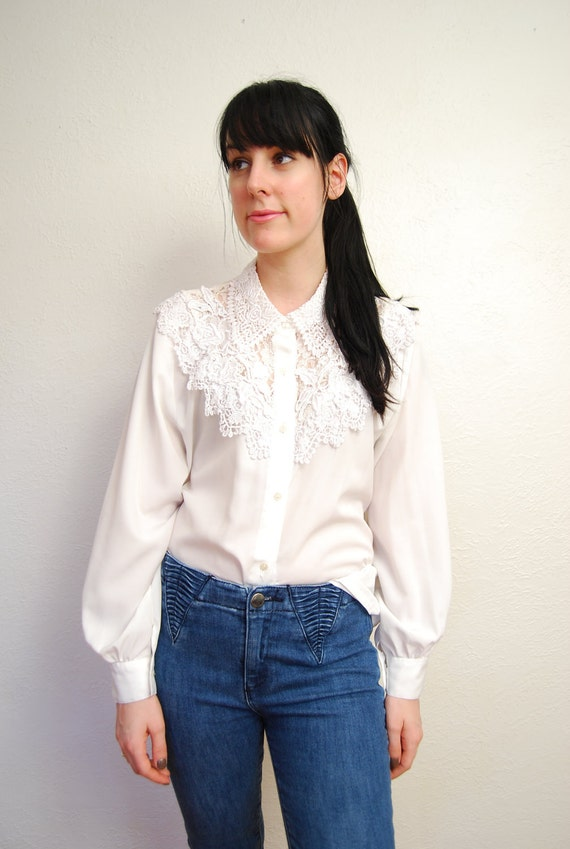 vintage 1980s / white / lace collar / rhinestone / cutout / simple blouse / S-M