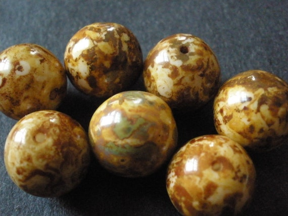 Vintage Glass BEads (8) Coffee and Cream Czech Beads