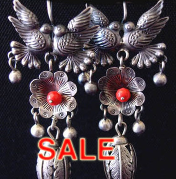 Sale Frida style large kissing birds on top, beautiful daisy with coral bead. Bottom leaves and light quartz.
