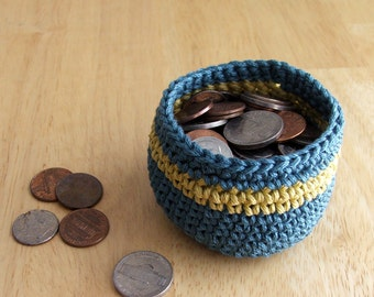 Tiny Teal crocheted basket FREE U.S. SHIPPING, ready to ship, fine mercerized cotton