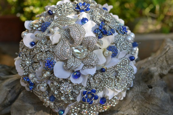 Deposit on a sapphire and ivory heirloom brooch bridal bouquet
