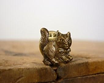 Cat Brooch • Kitty Pin • Cat Pin • Kitten Brooch • Animal Pin • 70s Brooch • Bowtie Cat Brooch • Vintage Brooch • Cat Jewelry • Novelty Pin