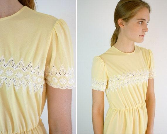 1970s Vintage Dress / Yellow Eyelet