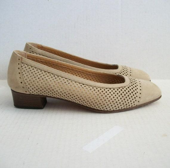 Size 6 Tawny Tan Perforated Low Heel Pumps Bruno Magli