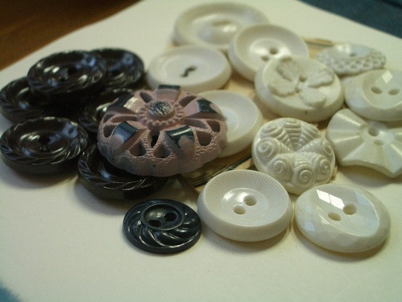 Black and Whites  -  20 Vintage Housedress Buttons