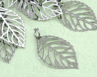 Sale - 9 pcs small gunmetal leaf filigree pendant charm 21mm (0603)