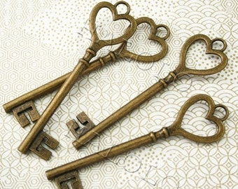 4 pcs big antique bronze finish key of heart pendant 85mm BN120