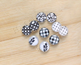 10pcs handmade assorted black and white geometric round clear glass dome cabochons / Wooden earring stud 12mm (12-96452)