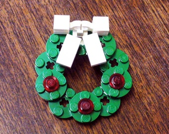 Christmas Wreath Pin with White Bow