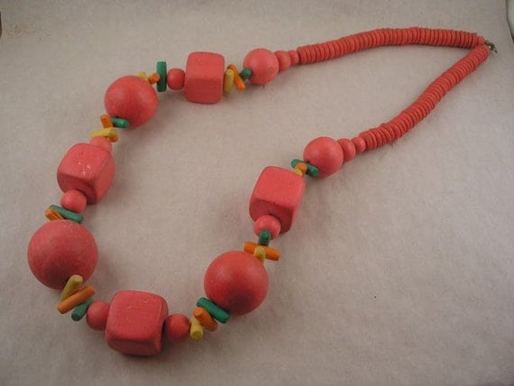 HUGE Neon Pink Fruit Wood Bead Necklace 1980s Retro  FREE USA SHIPPING