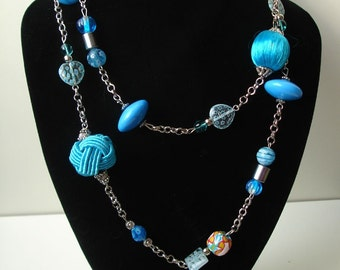 Another blue necklace