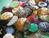 Mixed lot of 81 Buttons Plastic and Metal various styles