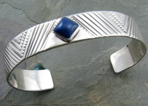 Sawtooth pattern bracelet with  8mm square lapiz
