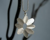 Sunny Flower Necklace