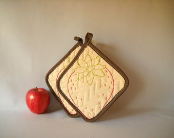 Vintage Pot Holders Embroidered Potholders Strawberry Potholders Retro Kitchen