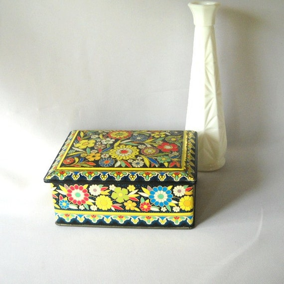 Vintage Metal Tin Daher Tin Floral Cookie Tin Biscuit Tin Canister Lidded Box Shabby Chic Garden