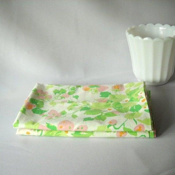 Vintage Pillow Cases Pink Strawberry Green Leaves Vintage Linens Bedding Pillowcases Stevens Utica  Cottage Decor