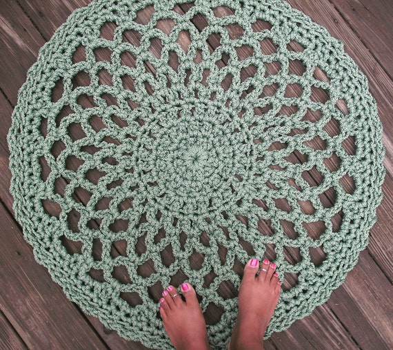 """Sage Green Patio Porch Cord Crochet Rug in 33"""" Lacy Circle Pattern"""