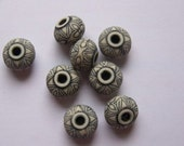 Vintage Black and Cream Flower Pattern Beads bds293