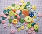 100 Vintage Pastel Buttons Flowers Square Tiny Big (100) btn033