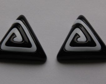 Vintage Chunky Black and White Triangle Cabochon 35mm (2) cab145B