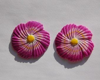 Vintage Purple Pink Plastic Flower Cabochons cab125E
