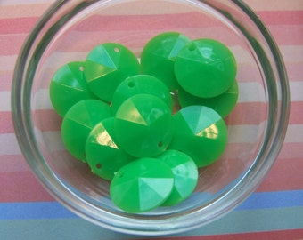 Vintage Faceted Green Disk Charms Drops 15mm (12) chr026
