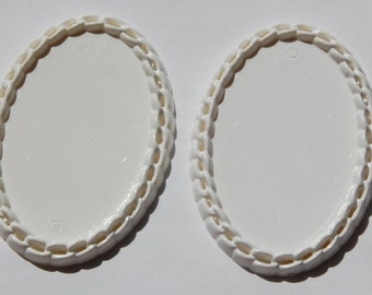 Vintage White Plastic Oval Settings Crochet Look Border stp002A
